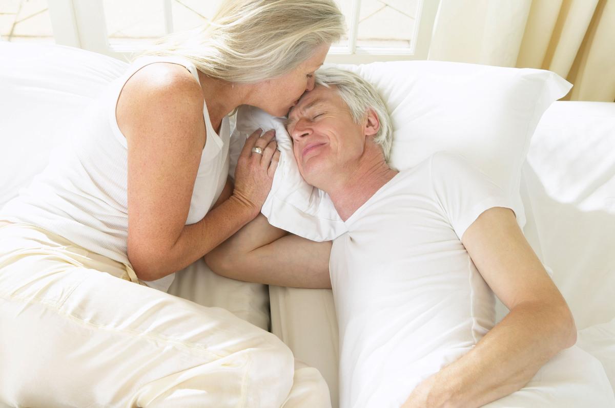 older_couple_sleeping