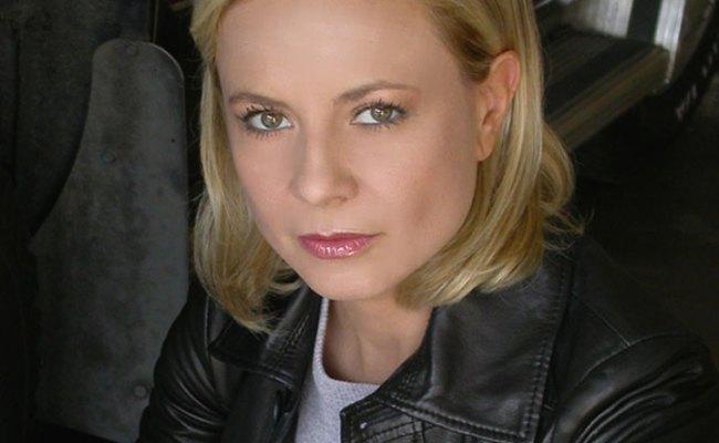 Antonella Elia Biografia