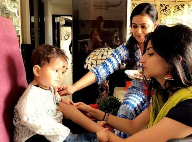 Shweta tiwari with Childrens