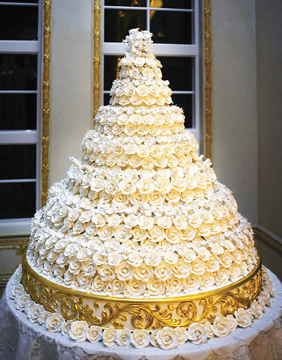 The wedding cake was one of the biggest highlights of this marriage.