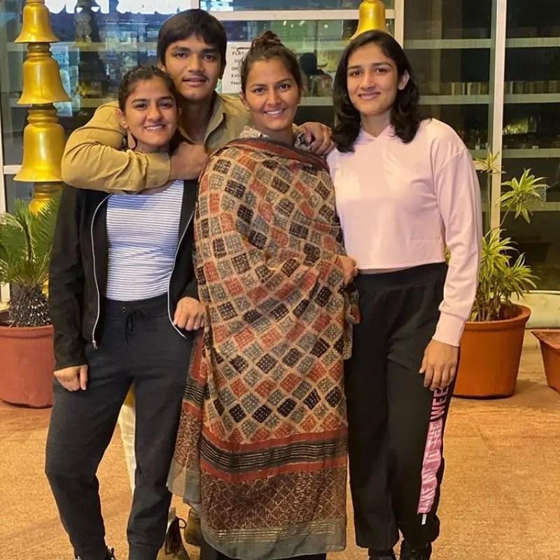 Ritu Phogat Sisters & Brother