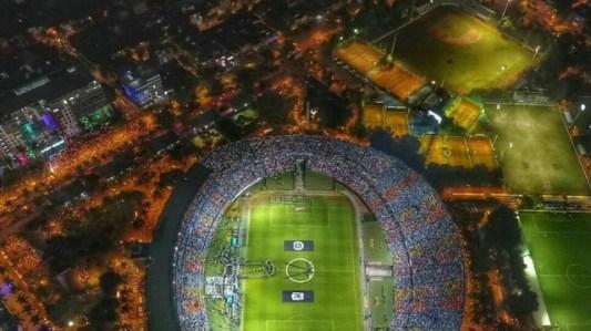 Estádio lotado para o jogo que não ocorreu.