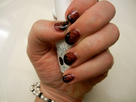 Vampire-inspired Halloween gel polish manicure
