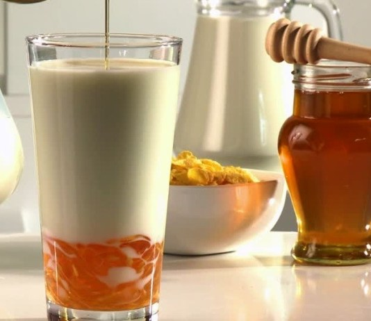 Top Benefits of Honey Milk Drink