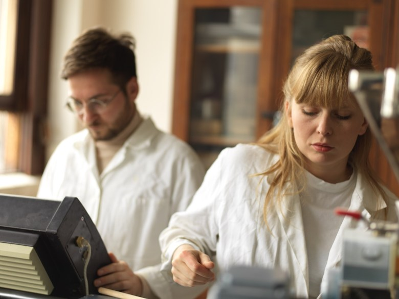 miroslav kral and vlasta kubusova working in laboratory