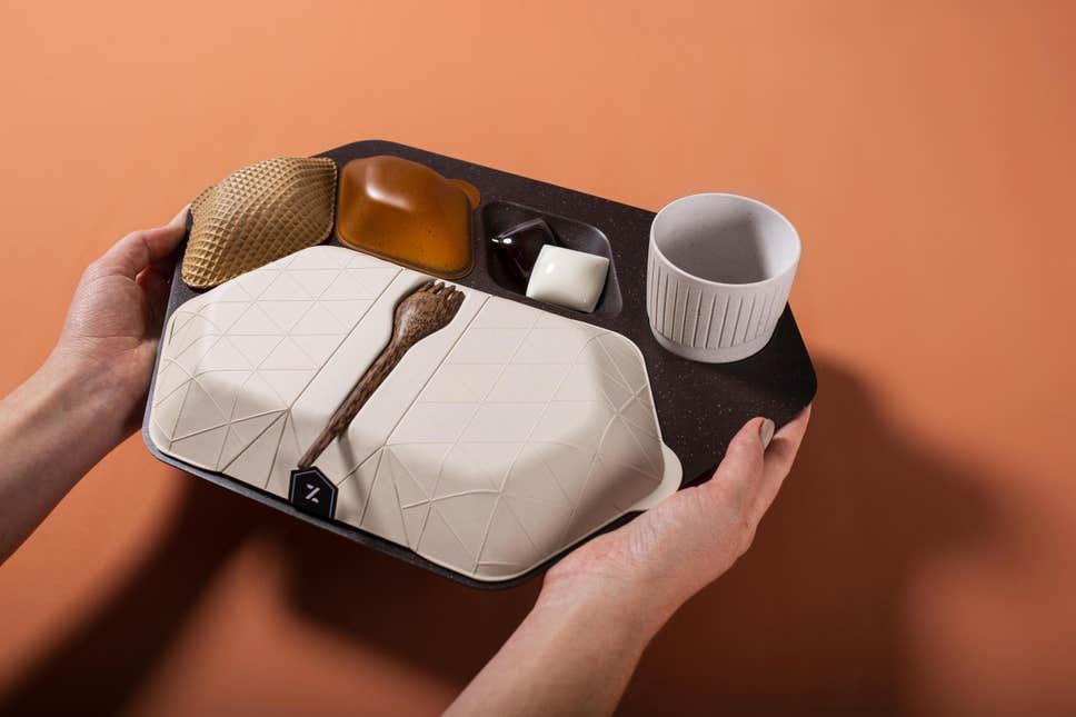 Biodegradable and partially edible plastics-free flight tray