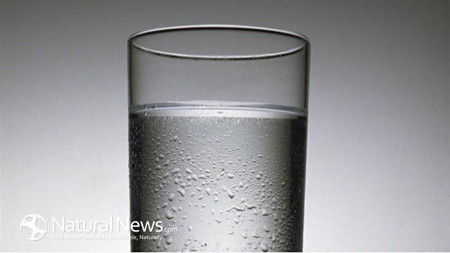 Как да си направим алкална вода, която се бори с умора, храносмилателни проблеми и рак