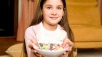 Дете-купа-бонбони
