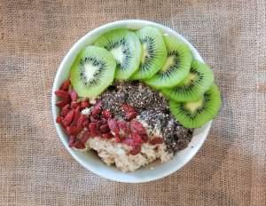 Porridge graines de chia et baies de goji