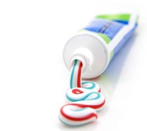 1-110-enlever-les-taches-de-dentifrice