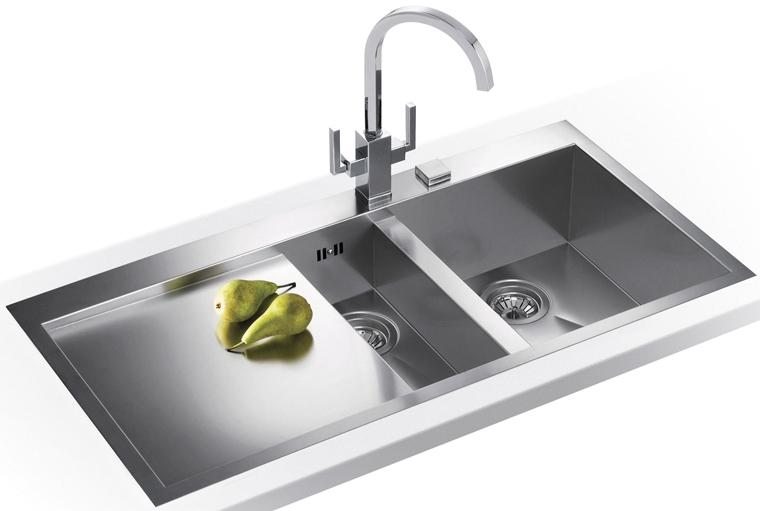 1.820 Nettoyer un lavabo ou une cuve en acier inoxydable (3).jpg