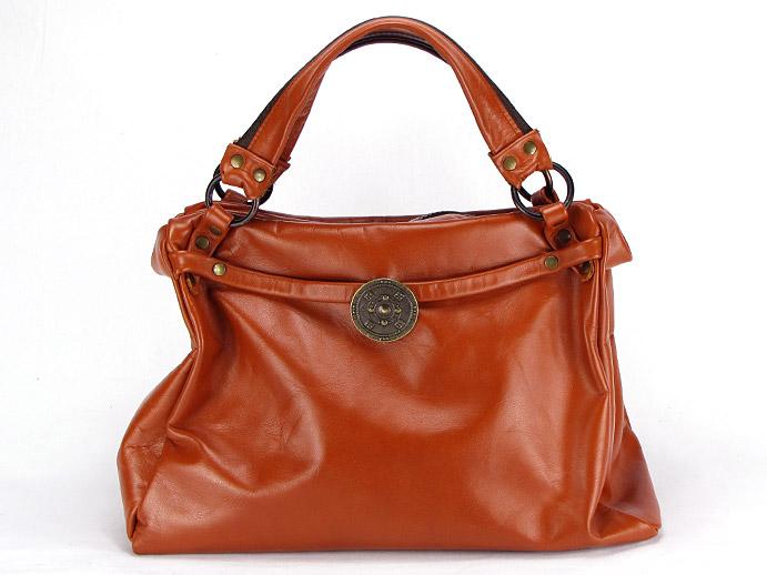1.822 Enlever les taches de graisse sur un sac en cuir.jpg