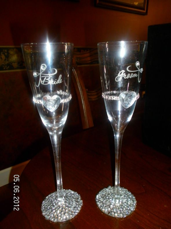 Toasting flutes and serving set