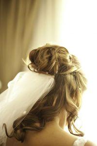 Half up & half down wedding hair styles & their veils ...