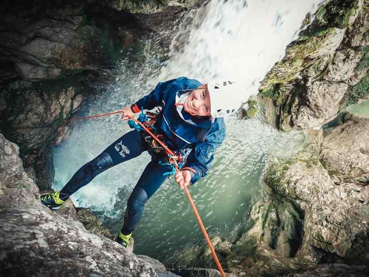 Venez découvrir le canyoning à Die dans la Drôme, du débutant à l'expert nous saurons vous accompagner.