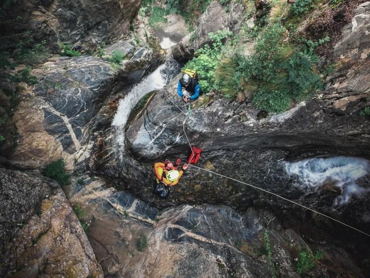 venez vous perfectionner en canyon avec ce stage de canyoning à isola