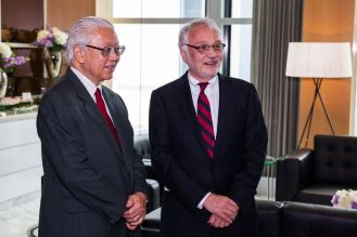 Dr. Tan with Prof. Rolf Stahel at the ESMO Congress 2015, Singapore. Credits: ESMO