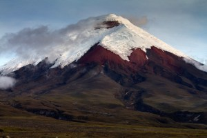 Cotopaxi (5897 m) is the second highest mountain in Ecuador. Climate change and, most recently, volcanic activity, are affecting the large glaciers that cover the steep slopes of this volcano (photo: Esteban Suarez).