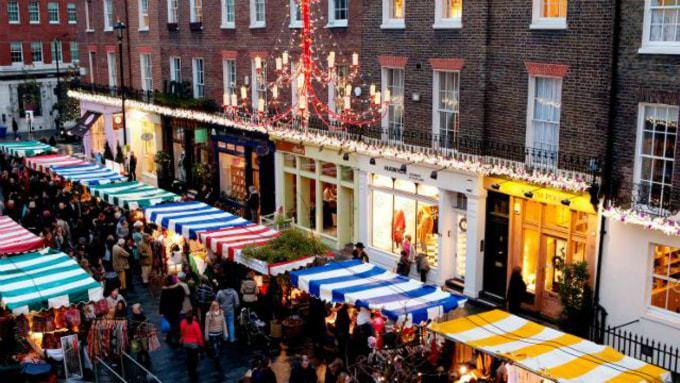 belgravia-christmas-sunday-at-elizabeth-street-and-pimlico-road-3026f23c0eb75ddf99214028948da90f-min