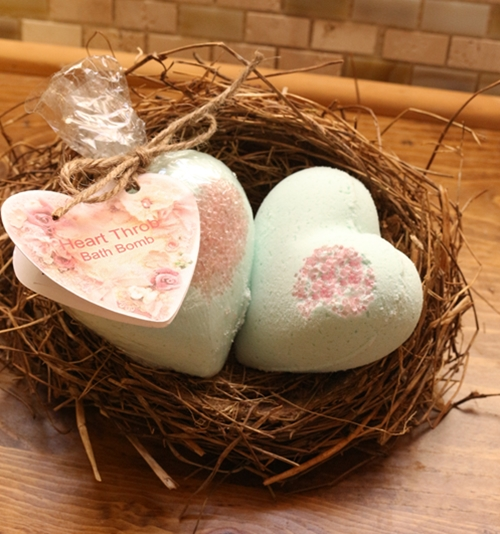 Heart Throb Foaming Bath Bomb