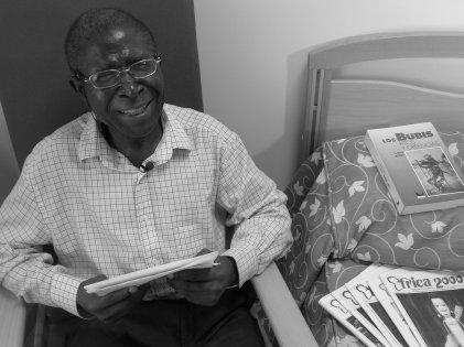 """Ciriaco Bokesa 2008, durante el rodaje de """"Voces literarias de Guinea Ecuatorial"""", de Mischa G. Hendel"""
