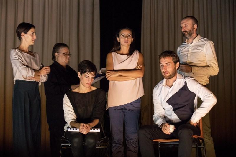 Beatriz Brás, Cristina Vidal, Isabel Abreu, João Pedro Vaz, Sofia Dias, Vítor Roriz in Sopro di Tiago Rodrigues