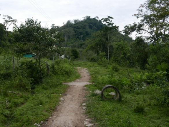 The trail through Pueblo Viejo