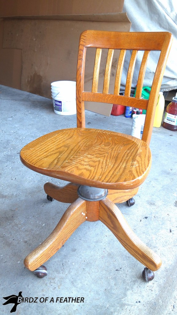 Makeover a vintage oak swivel chair with paint and stencil. Birdz of a Feather | chair makeover | stencil | painted chair | painted furniture | fusion paint | oak chair | #birdzofafeather.ca #birdzofafeather #fusionpaint #stencil #knottymommawoodworking #paintedfurniture #upcycled #upcycling #diy