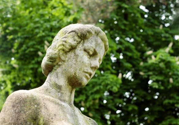sculpture-1396186_1920