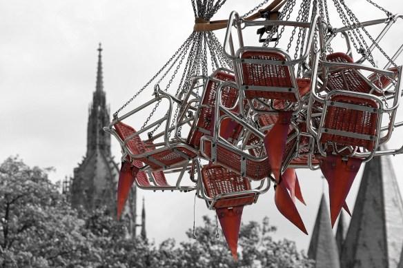 chain-carousel-1029312_1920(1)