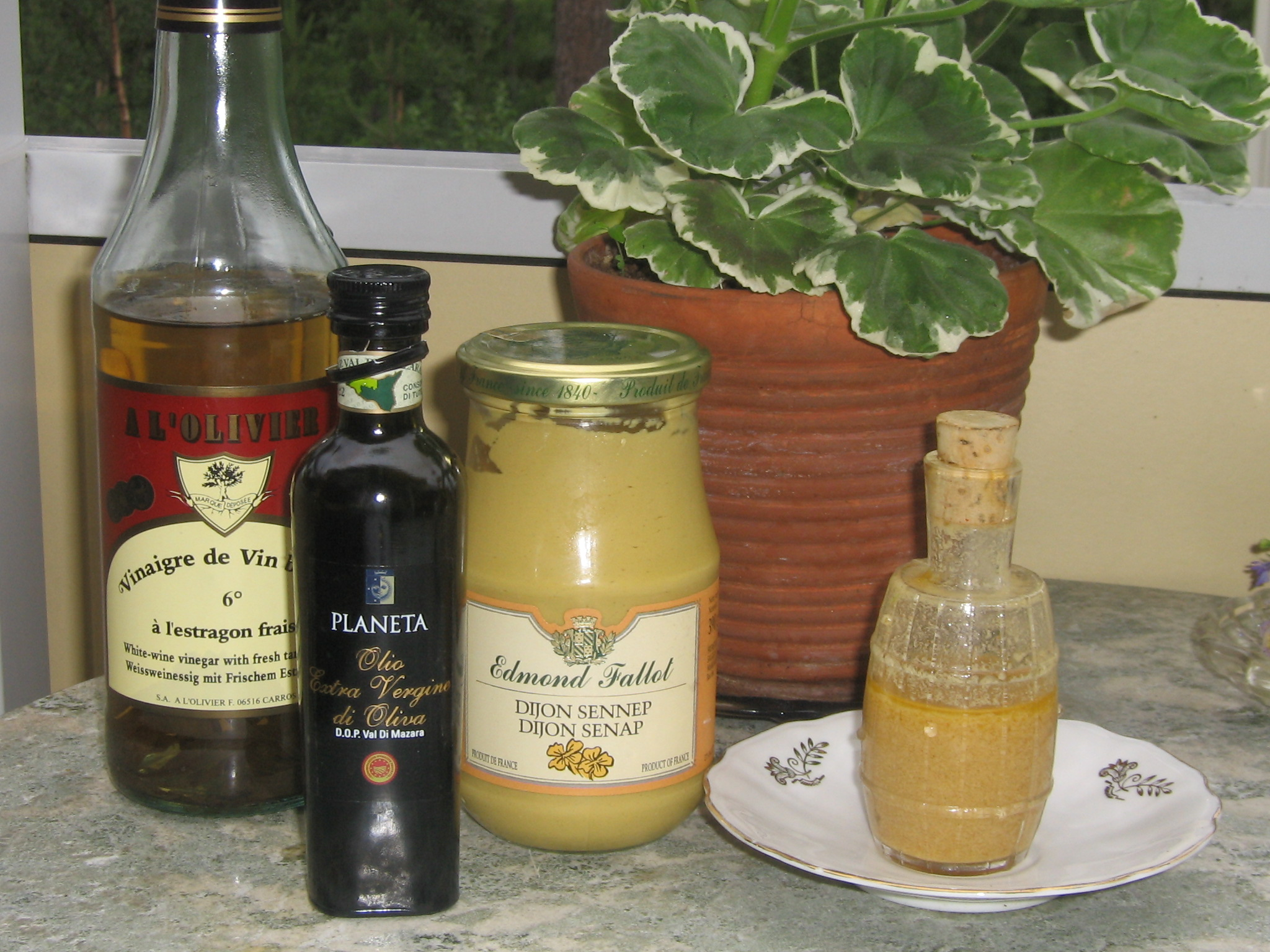 Extra Virgin Olive Oil, Moutarde Dijon, Vinaigre l'Estragon