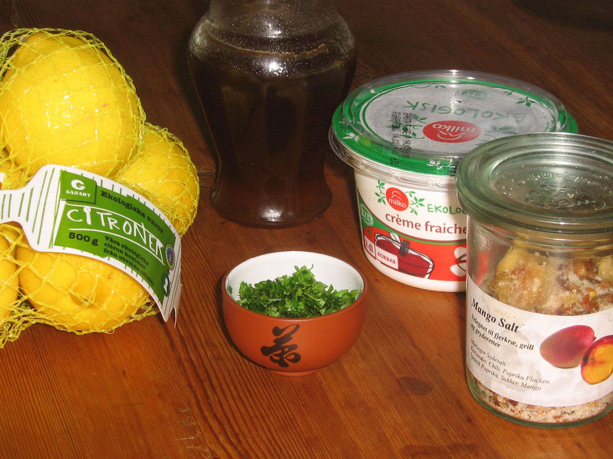 Ekologiska Citroner, Mörk Honung, Ekologisk Crème Fraiche, Mangosalt från Mariager Sydesalt