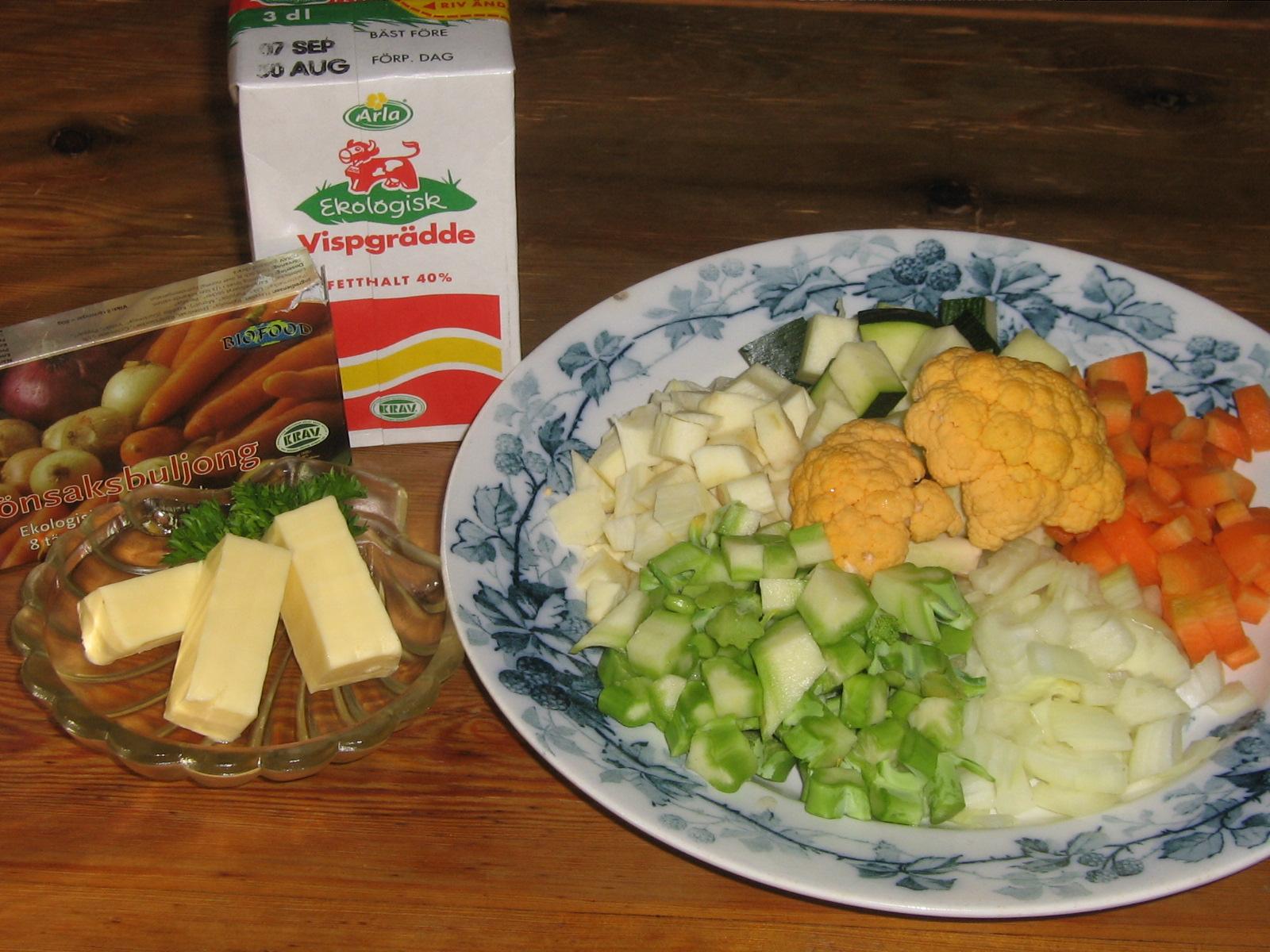 Grönsaker färdiga för soppa