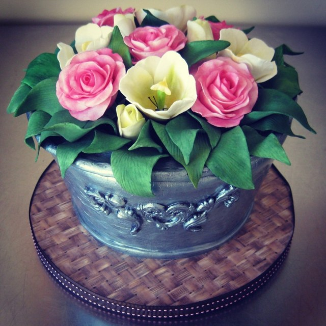 85Th Birthday Cake Rose Amp Tulip Bucket 85th Birthday Cake Cakecentral