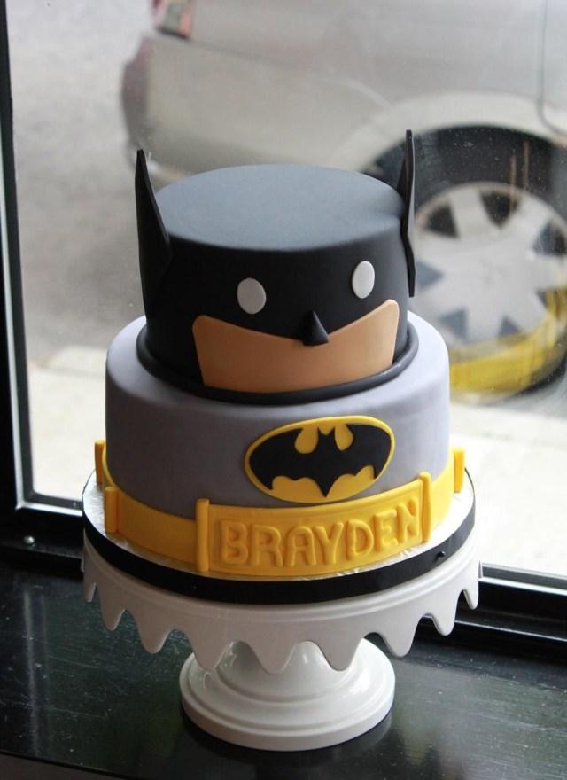 Batman Birthday Cakes Batman Bat Signal Cake Google Search Themed Cakes Pinterest
