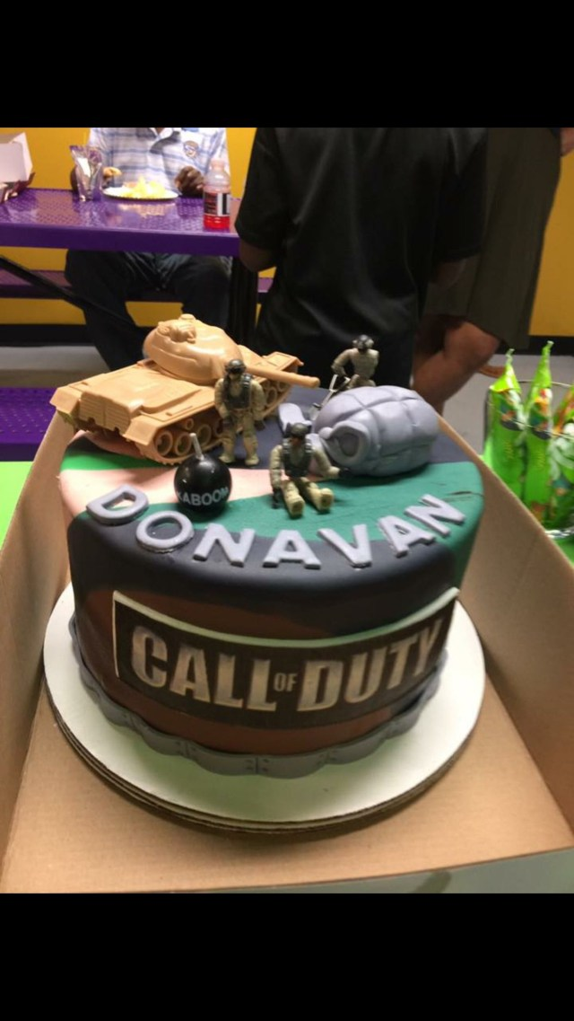 Call Of Duty Birthday Cake Call Of Duty Birthday Party Army Themed Tank Cake Lime Green And