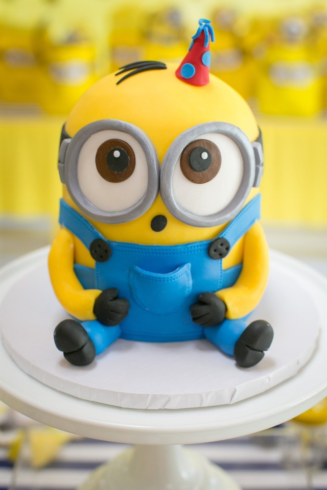 Minion Birthday Cake Images This One In A Minion Birthday Party Will Have Your Kiddo Going