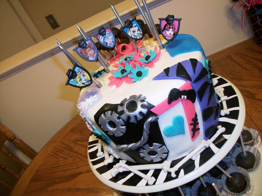Fine Monster High Birthday Cakes Draculaura Monster High Birthday Cake Funny Birthday Cards Online Hendilapandamsfinfo