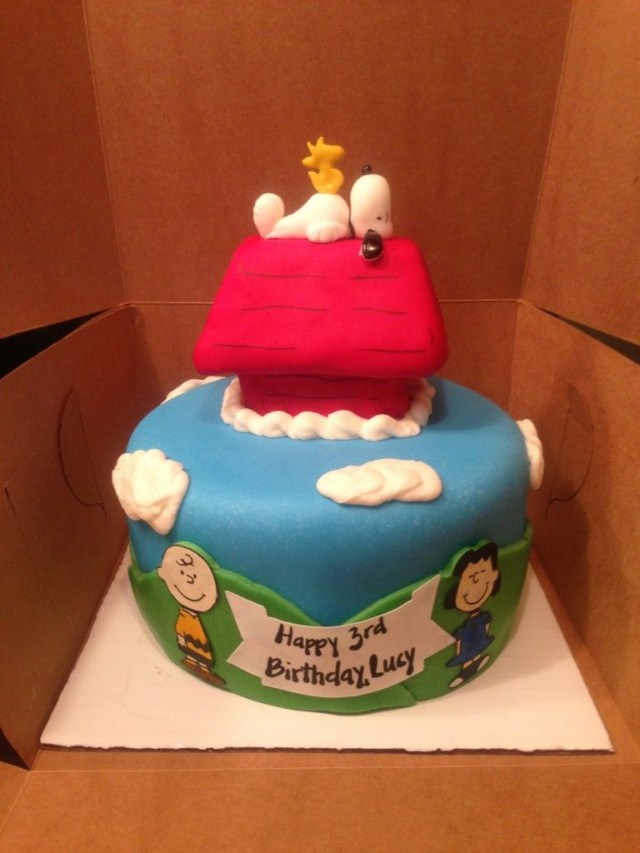 Snoopy Birthday Cake Charlie Brown Lucy Snoopy Woodstock And Dog House Peanuts Themed
