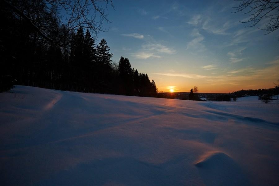 Bild: Wie im Winter -Sonnenuntergang über Güntersberge im Harz am Ostermontag 2013. NIKON D700 mit CARL ZEISS Distagon T* 3.5/18 ZF.2.