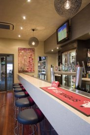 bars-and-entertainment-at-the-birkenhead-hotel-3