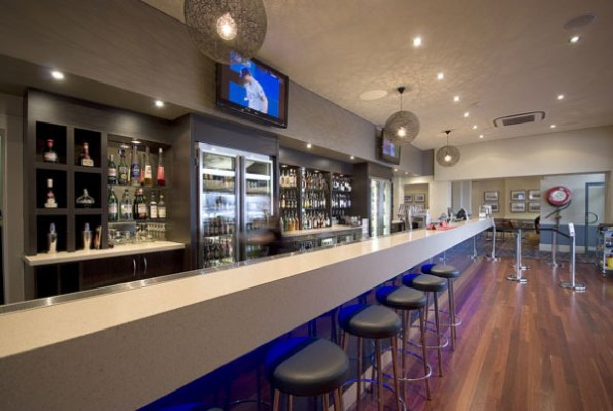 bars-and-entertainment-at-the-birkenhead-hotel-5