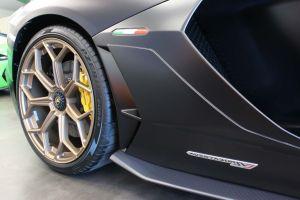 Lamborghini Aventador birmingham limo service