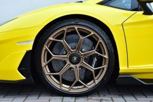Lamborghini Aventador Svj Coupe wedding car hire in birmingham