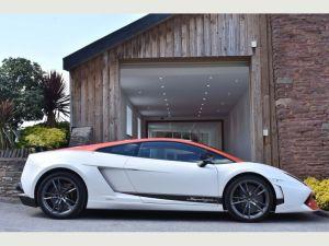 Lamborghini Gallardo pink limo hire birmingham
