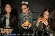 Girls eating burgers - SM
