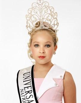 Zed Nelson - Love Me - Beauty queen, child