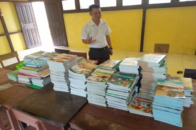 Membangun Impian Literasi di SMPN 8 SATAP Sintang, Sebuah Sekolah Terpencil di Kalbar