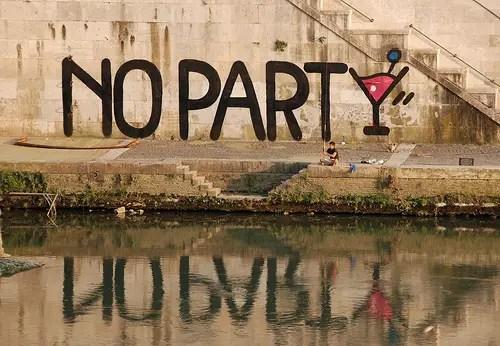 Raise your hands - No Party