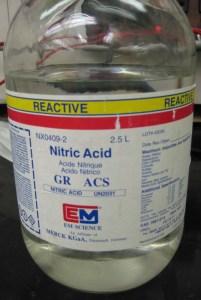 asam nitrat (HNO3)
